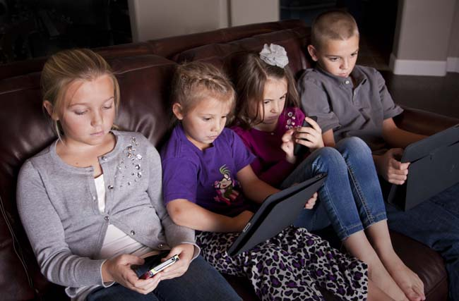 How to Teach Your Kids to Use Technology Responsibly
