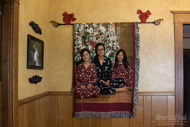 Easy Solution for Displaying a Holiday Photo Blanket {without putting holes in your wall}