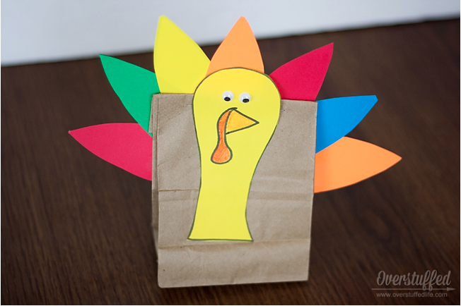 Thanksgiving Turkey Treat Bags {easy craft for kids}